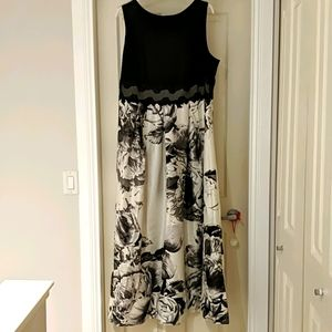 Woman's size 20 black and white formal gown